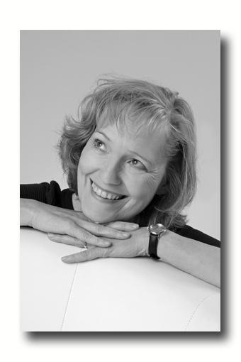Dr.-Sylvia-Löhken-Nr.-4-by-Rosemarie-Hofer