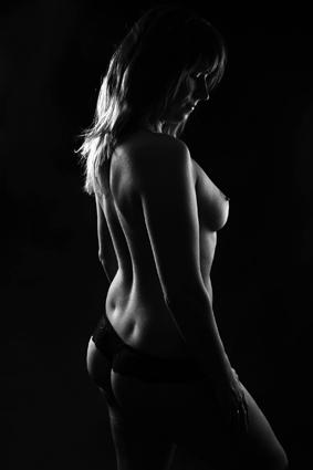 gewinnen-sie-online-ein-frauen-ue-40-erotikakt-fotoshooting-by-rosemarie-hofer-3
